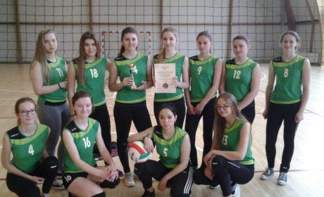 Dziewczęta z Komarówki na podium/ Olimpijczycy