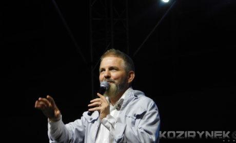 """Lubię słuchać ciszy- rozmowa z Piotrem Nazarukiem, dyrygentem chóru """"Trzecia Godzina Dnia"""""""
