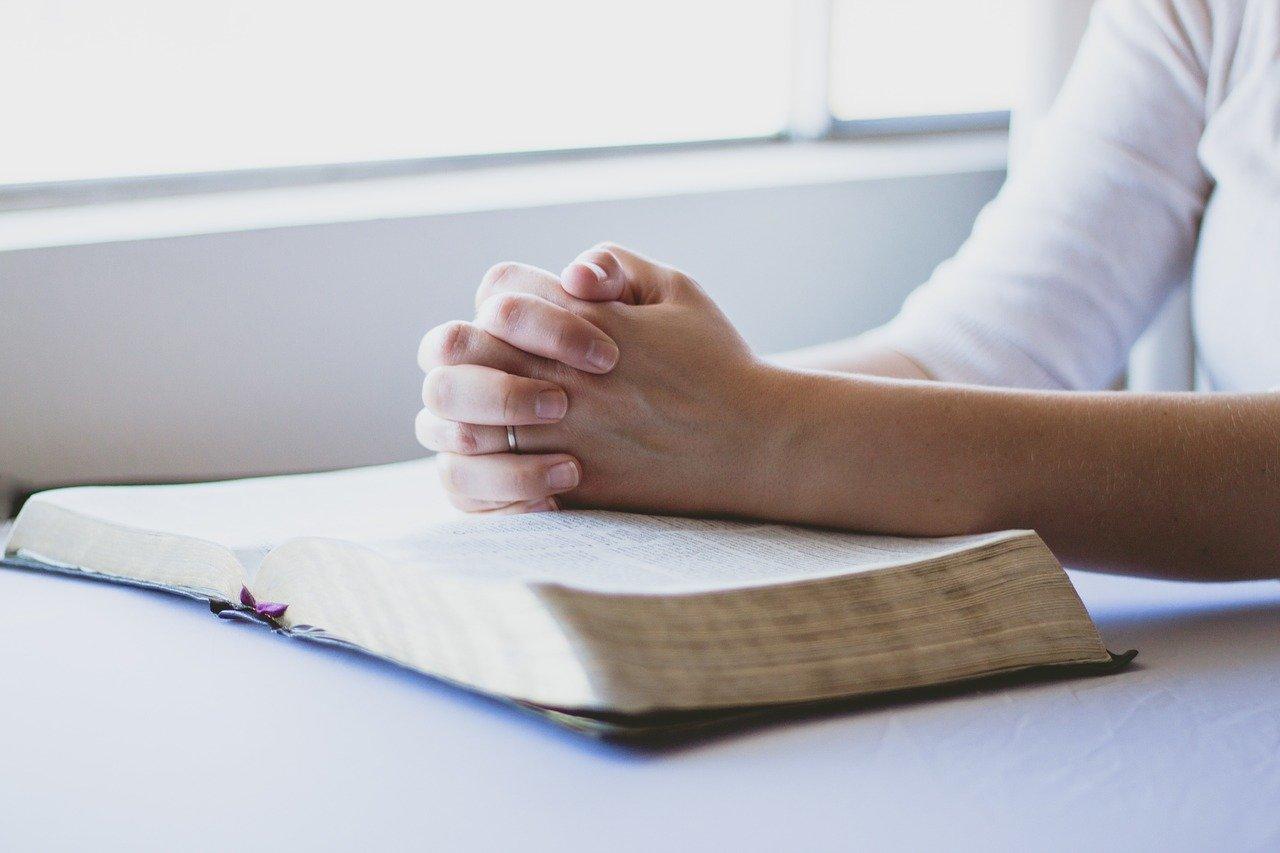 Podobno każdym wersem Biblii można się modlić